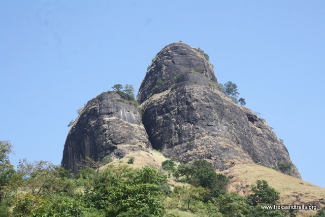 Sarasgad as seen from the base village Pali