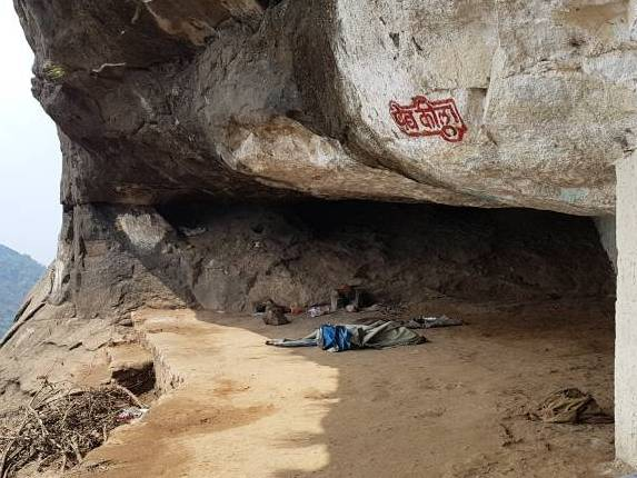 Vikatgad-peb-fort-trek-cave
